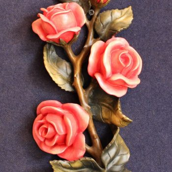 Rose - scultura in legno dipinta a mano