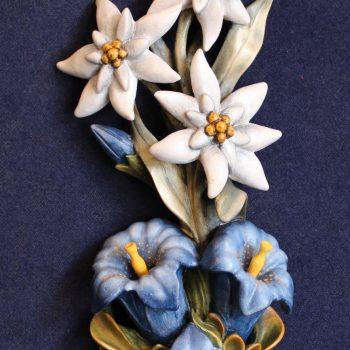 Scultura in legno: stelle alpine genziane