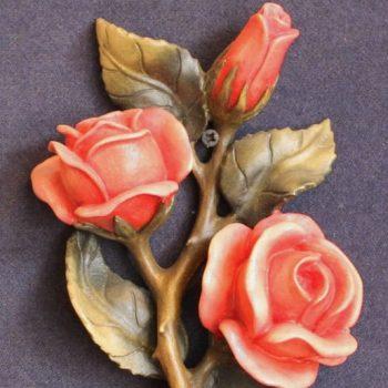 Dettaglio scultura in legno Rose