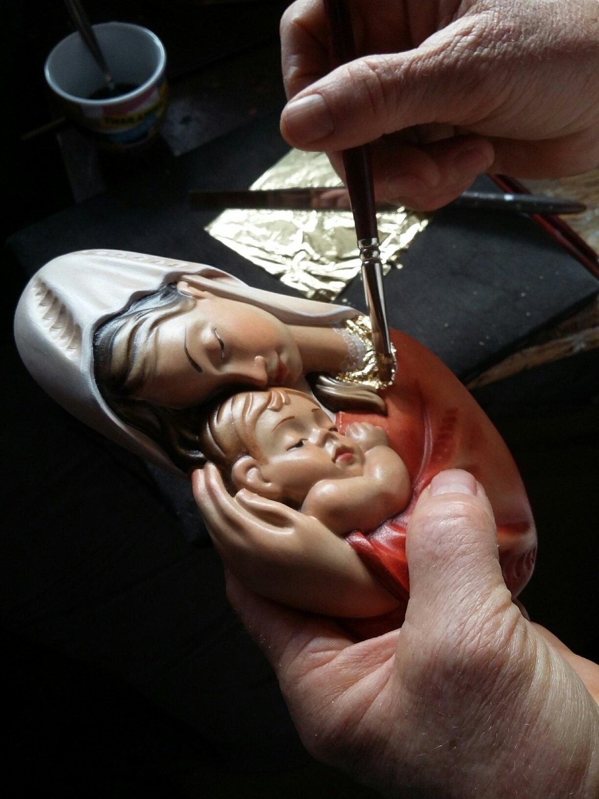Scultura in legno Madonna Ami la doratura con foglia d'oro