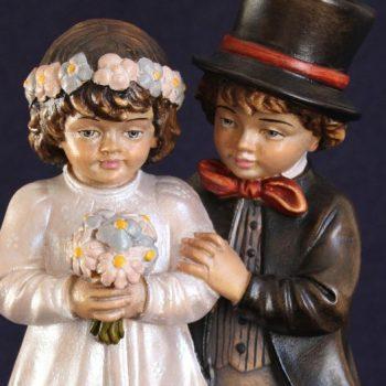 Dettaglio Scultura in legno bambini sposi