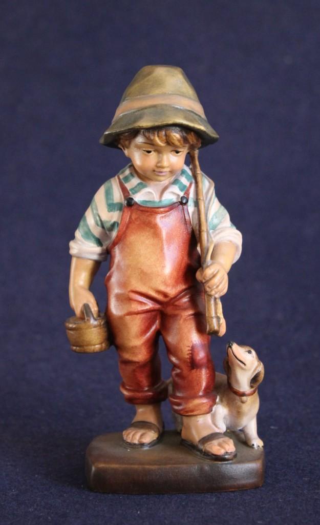 Statuina in legno del bambino pescatore e cane