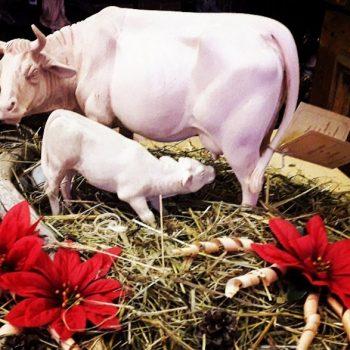 """Statuina presepe """"Mucca con vitellino"""" versione naturale"""