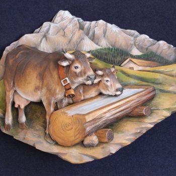 Bassorilievo in legno mucche all'abbeveratoio