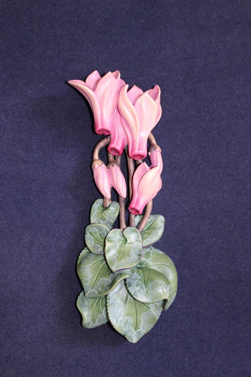 Ciclamino cyclamen scolpito in legno fiori zeniscultori for Sculture di fiori