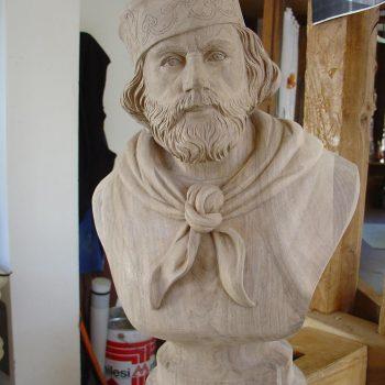 busto di Garibaldi giovane in legno di noce