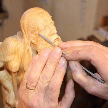 rifiniture finali della scultura