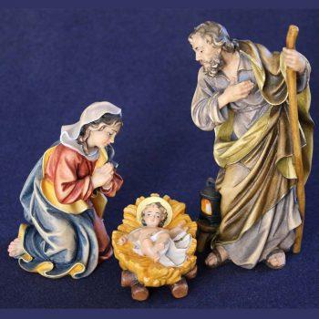 Sacra famiglia con Gesù bambino fissato alla mangiatoia