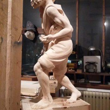 Mendicante storpio - bozzetto in plastilina e scultura in legno