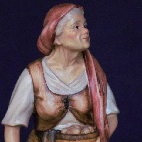 La statuina del presepe della Nonna con gallina e uova