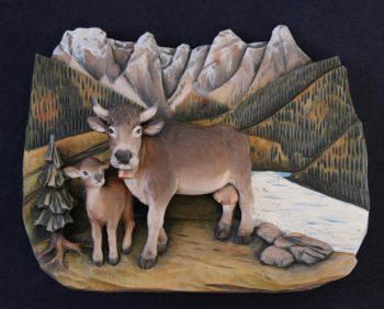 Mucca con vitellino in legno