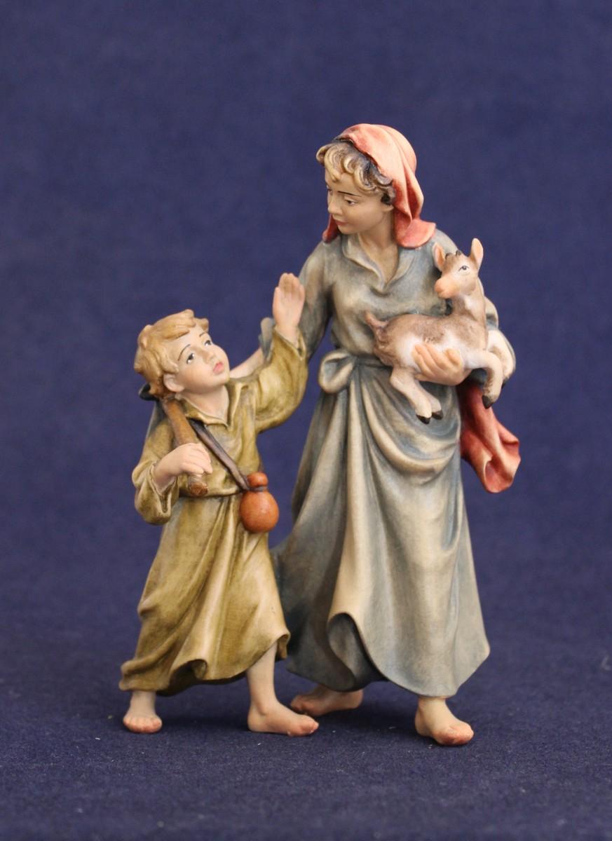 Pastorella con bambino e capretto scolpito in legno di acero