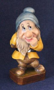 Bashful wooden sculpture - Seven Dwarfs collection