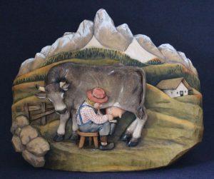 Bassorilievo mucca con bambino mungitore
